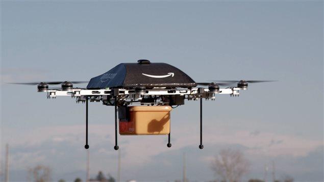 Un mini-drone éventuellement utilisé pour transporter des colis