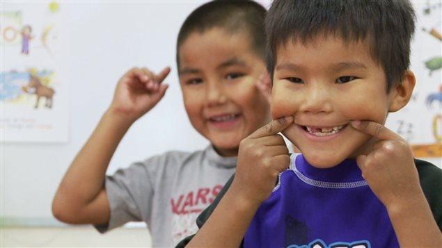 Des jeunes Amérindiens d'une communauté algonquine dans le nord du Québec.