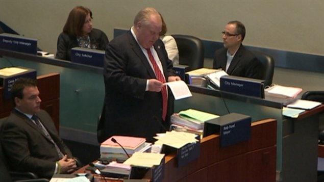Le maire Rob Ford présente des excuses devant le conseil municipal mardi.