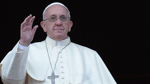 Le pape François lors de sa première bénédiction urbi et orbi