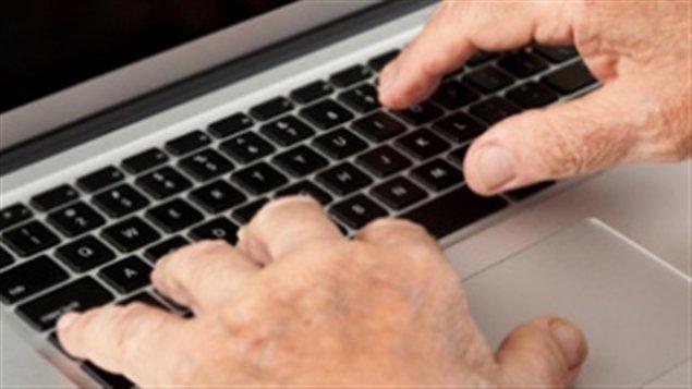 Des aînés victimes d'arnaques via Internet