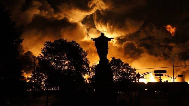 L'accident ferroviaire de Lac-Mégantic s'est produit le 6 juillet 2013 à 1 h 14 heure locale à Lac-Mégantic, une municipalité de la région de l'Estrie, au Québec. Le déraillement d'un convoi à la dérive de 72 wagons-citernes contenant du pétrole brut léger a provoqué des explosions et un incendie qui ont détruit, dans le centre-ville, une quarantaine d'édifices dans une zone de 2 km2, tuant 47 personnes parmi la population de la ville.
