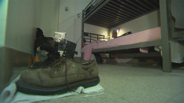 Au Québec : Des maisons qui viennent en aide aux sans-abri et démunis - Page 2 131229_vw6z9_refuge_comble_sn635