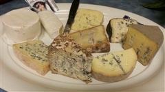 Lionel Levac suggère un plateau de 9 fromages exclusivement des fromages du Québec .