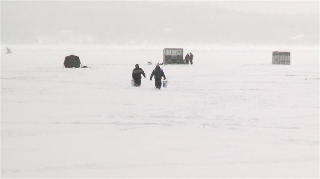 Des pêcheurs d'éperlan à la baie d'Escuminac.