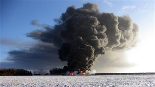 La tragédie s'est produite à seulement deux kilomètres de Casselton, non loin de la frontière canadienne et à environ 350 kilomètres de Winnipeg, la capitale de la province canadienne du Manitoba.