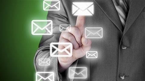 Les Canadiens pourront gérer plus facilement leurs boîtes de courriels à partir du 1er juillet. Mais à quel prix pour les commerçants?