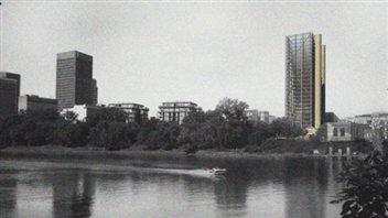 Les résidents du quartier de la bourse s'opposent à la construction d'un immeuble de 24 étages qui bloquerait leur vue.