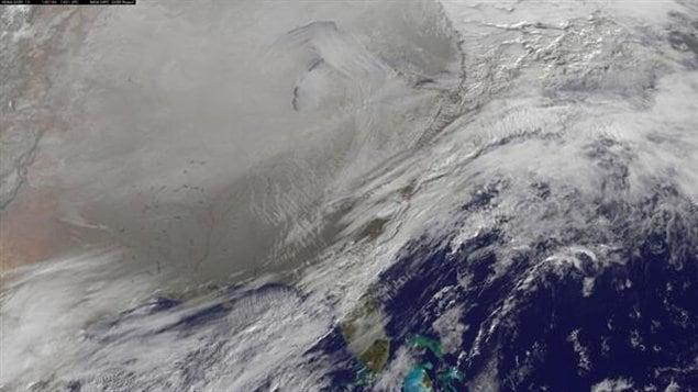 Le vortex polaire (en gris) qui recouvre le Canada et une partie des États-Unis est la conséquence du déplacement du pôle Nord magnétique.