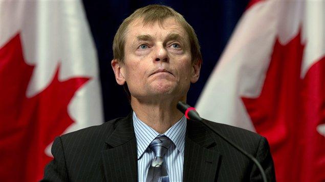 Le Dr Gregory Taylor, sous-administrateur en chef de la santé publique au Canada révélait mercredi au Canadien que la victime a commencé à sentir des symptômes à bord du vol 030 d'Air Canada entre Pékin et Vancouver, puis dans le vol 244 de Vancouver à Edmonton, le 27 décembre 2013. La personne a été hospitalisée et est décédée le 3 janvier », a t-il ajouté.