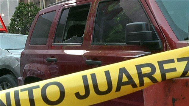 L'attaque contre un édifice gouvernemental a causé des dommages à des véhicules stationnés à proximité.