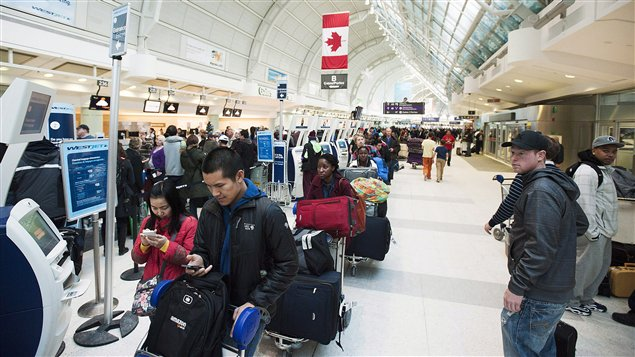 La patience est de rigueur à l'aéroport Pearson.