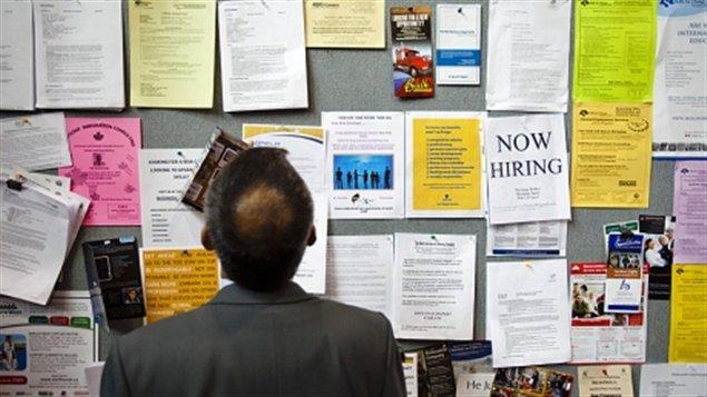 Homme à la recherche d'un emploi