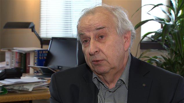 Le directeur du journal Le Devoir, Bernard Descôteaux, prendra sa retraite à l'automne.
