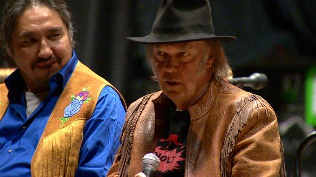 Neil Young à Toronto annonçant le début de sa tournée de spectacles contre les sables bitumineux.
