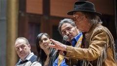 Neil Young en conférence de presse à Toronto, le dimanche 12 janvier 2014.