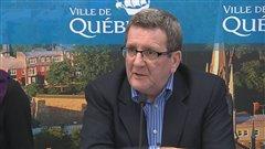 Le maire Régis Labeaume s'est adressé aux médias à son retour de vacances.