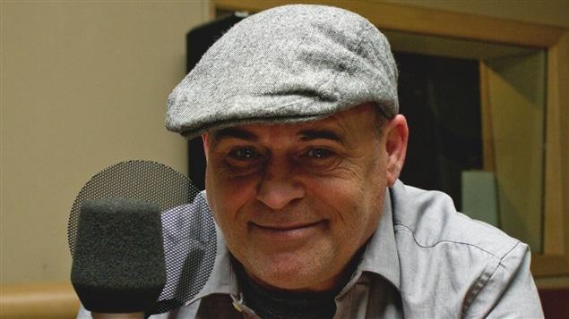 Le chanteur de Vilain Pingouin, Rudy Caya.