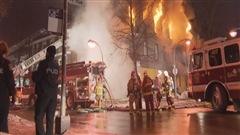 Un immeuble ravagé par les flammes à Limoilou