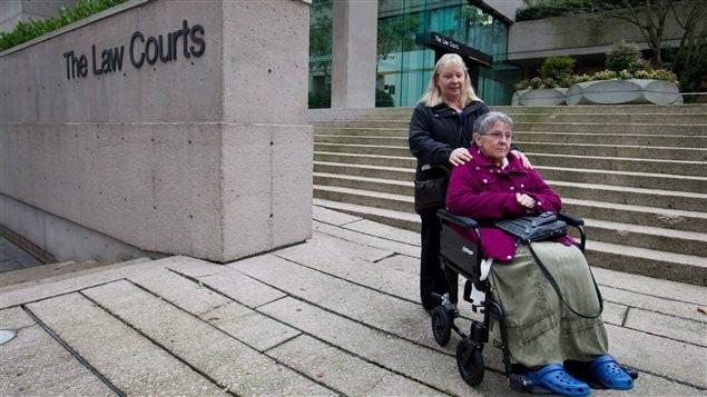 Gloria Taylor devant la Cour suprême de Colombie-Britannique, en 2011.