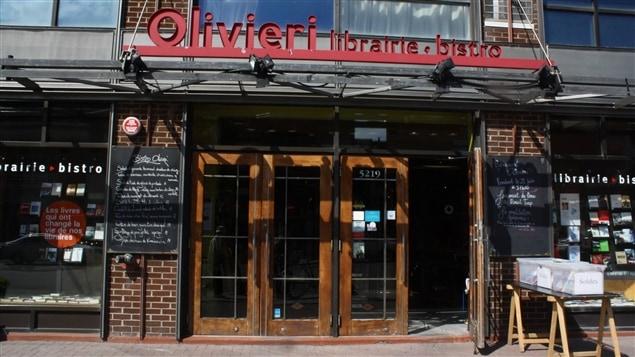 La devanture de la librairie Olivieri, à Montréal.