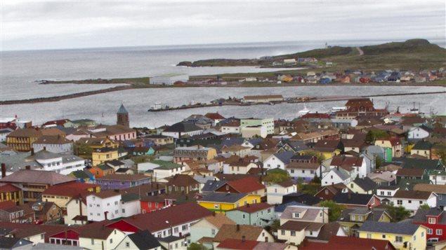 Les îles Saint-Pierre et Miquelon se trouvent au large de l'île de Terre-Neuve.