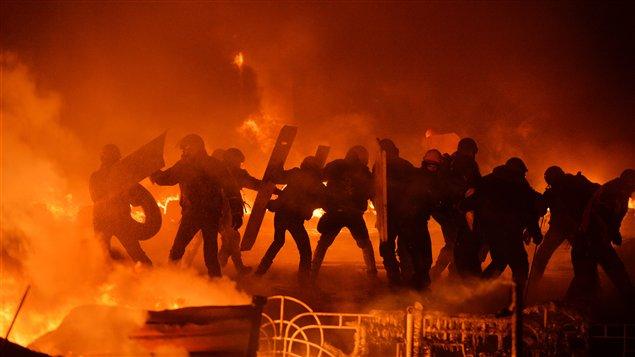 Manifestation tournant à l'émeute à Kiev
