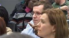 Des parents à la réunion de vendredi
