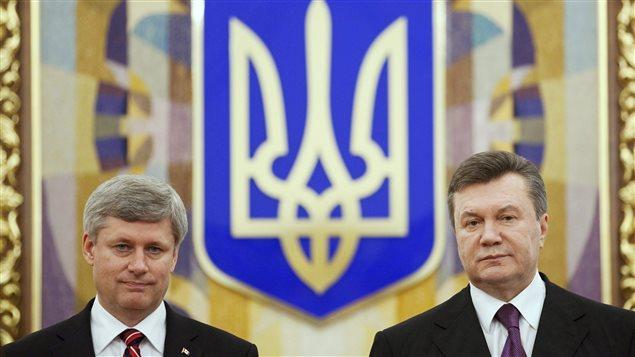 Stephen Harper aux côtés du président de l'Ukraine Viktor Ianoukovitch, en 2010.