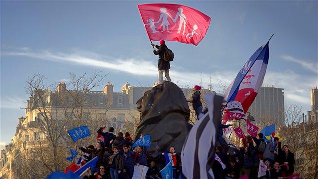 Des manifestations contre le mariage gai à Paris