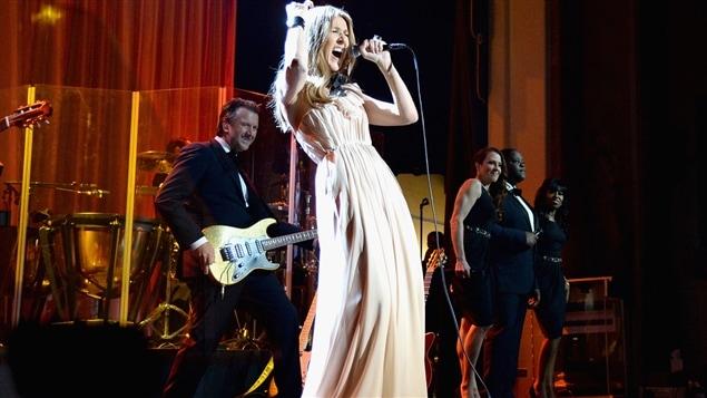Céline Dion annonce son retour sur scène et donne des nouvelles de René Angélil