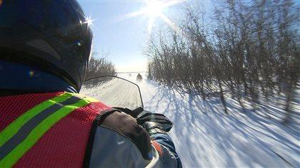 Début de saison lent pour les motoneigistes - Radio-Canada