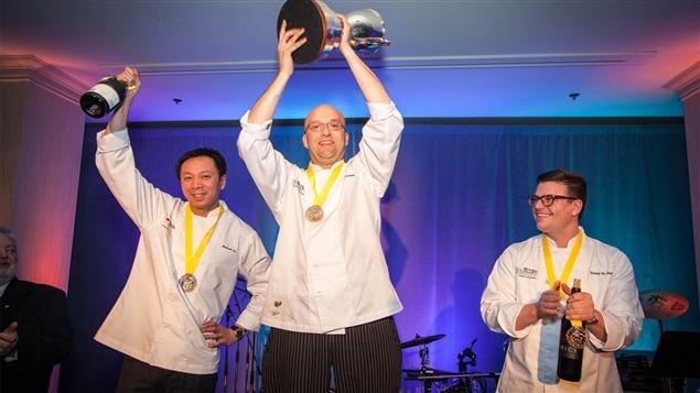 Les chefs Duncan Ly, Lorenzo Loseto et Danny St Pierre lors de l'événement culinaire Des chefs en or, à Kelowna, le 9 février 2014.