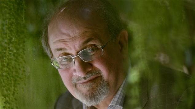 L'écrivain Salman Rushdie compte parmi les signataires d'une lettre dénonçant Vladimir Poutine.
