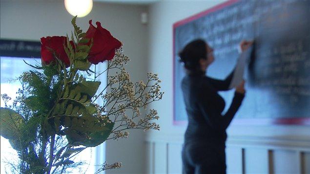 Les restaurateurs se préparent en prévision de la journée chargée de la Saint-Valentin.