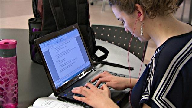Les données sur les téléphones intelligents ou les ordinateurs peuvent être vérifiées si la direction de l'UQO le juge nécessaire.