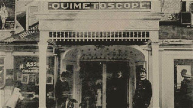 À partir du 1er janvier 1906, date d'ouverture du Ouimetoscope, de nombreuses salles de cinéma seront créées dans la région de Montréal. On y en compte déjà 28 en 1908.
