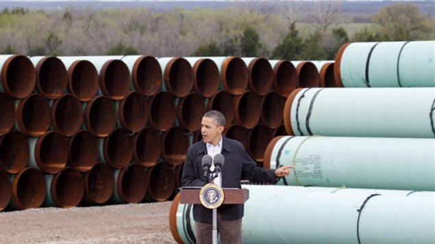 Barack Obama durante un discurso, en 2012, frente a un depósito de tubos de TransCanada en Cushing, Oklhahoma.