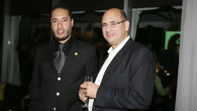 Saadi Kadhafi, le fils du dictateur libyen Mouamar Kadhafi, lors d'une réception avec l'ancien vice-président de la division construction de SNC-LAVALIN, Riadh Nen Aissa