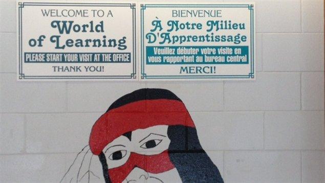L'école secondaire Northern de Sturgeon Falls en Ontario accueil les élèves des 2 réseaux publics.