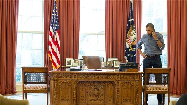 Le président américain Barack Obama s'est entretenu avec le président russe Vladimir Poutine au sujet de la Crimée, le 1er mars 2014. Ils ont parlé durant 90 minutes, selon la Maison-Blanche. Leur deuxième conversation en huit jours.