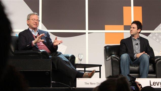 Eric Schmidt, président exécutif du conseil d'administration de Google, et Jared Cohen, chef du département Ideas de Google, en conférence à South by southwest