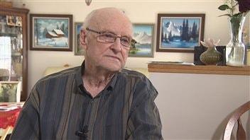 Raymond Chabot, 90 ans, prend soin de sa femme atteinte de la maladie d'Alzheimer. Il vit à Ponteix. Il sait qu'il devra choisir un centre d'hébergement privé pour recevoir de l'aide, et il aimerait avoir accès aux rapports d'inspection.