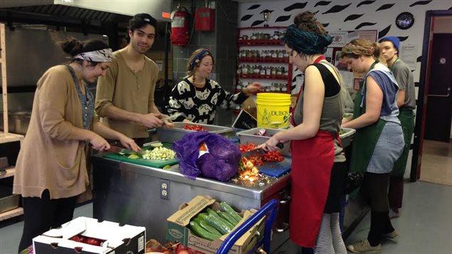 Le Ras-le-bol offre des repas végétaliens gratuits aux étudiants de l'UQAM