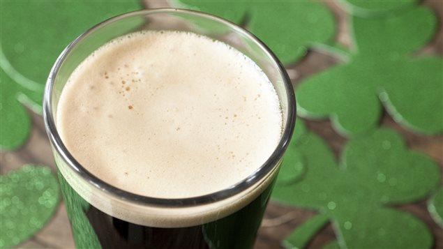Une bière noire pour célébrer la fête des Irlandais