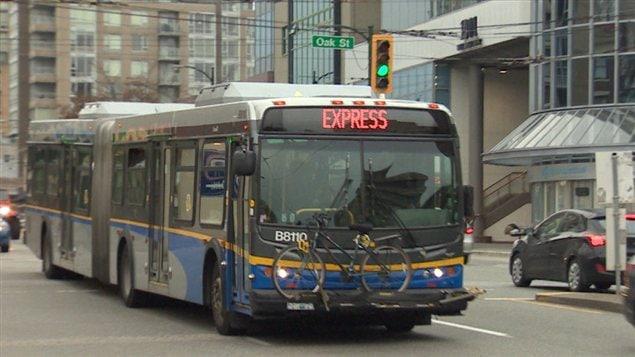 Un autobus no 99 de TransLink à Vancouver.