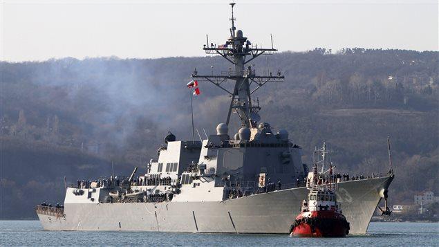 Le destroyer Truxtun de la marine américaine