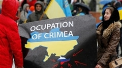 Le rattachement de la Crimée à la Russie a été approuvé hier par 96,77 % des électeurs.Analyse de ce résultat avec DanielCaron,ancien ambassadeur du Canada en Ukraine, diplomate en résidence et chercheur associé à l'Institut des hautes études internationales.