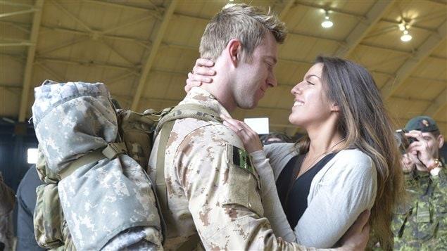 فرحة الجنود بلقاء ذويهم