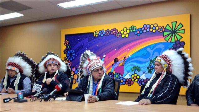 Les chefs de neuf Premières Nations de la Saskatchewan annoncent qu'ils refusent de signer l'entente de financement 2014-2015 avec le gouvernement fédéral, le 21 mars 2014.